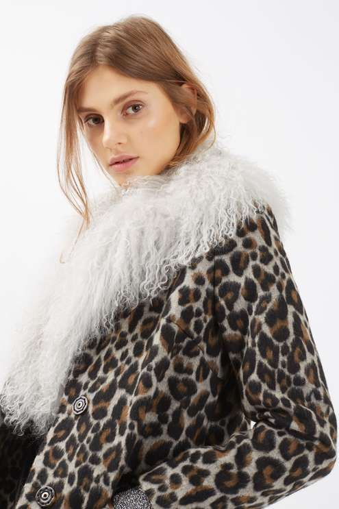 Invest in a key accessories piece as the weather gets colder. This luxe pale grey mongo scarf leopard is a perfect addition to any style of coat. #Topshop