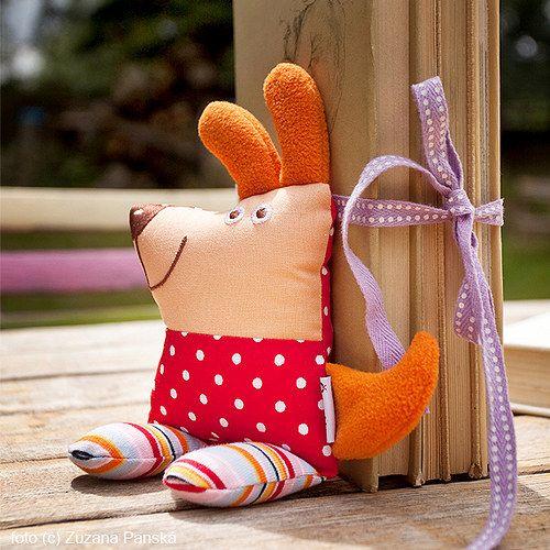 dog / rattle  (www.sapito.cz)