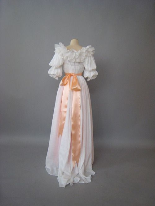 I can't explain just yet what I will doing on Bastille Day but I will be wearing a Chemise a la Reine based on this.