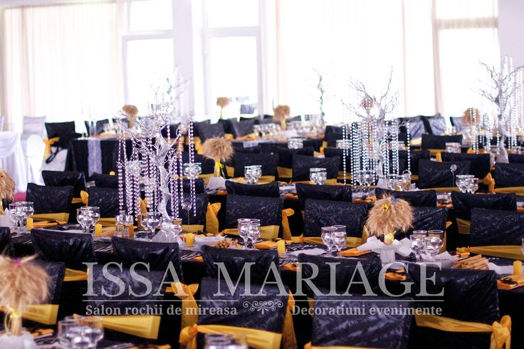 Eveniment nunta huse scaun cu bentita si copacei