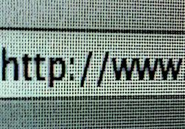 Le sigle URL (localisateur uniforme de ressource ), le terme adresse web, désigne une chaîne de caractères utilisée pour adresser les ressources du World Wide Web : document HTML, image, son, boîte aux lettres électronique. Les URL constituent un sous-ensemble des identifiants uniformisés de ressource (URI).