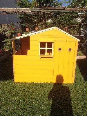 Cabane Pour Enfant Au Soleil