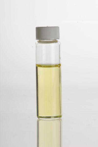 Bei Neurodermitis:    50 ml Nachtkerzenöl,  50 ml Mandelöl,  4 Tropfen ätherisches Öl Zeder und  6 Tropfen ätherisches Öl Neroli     miteinander.