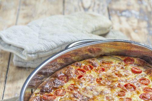 Δοκίμασε και εσύ μια ομελέτα με λουκάνικα στο φούρνο - http://ipop.gr/sintages/orektika/dokimase-ke-esi-mia-omeleta-me-loukanika-sto-fourno/