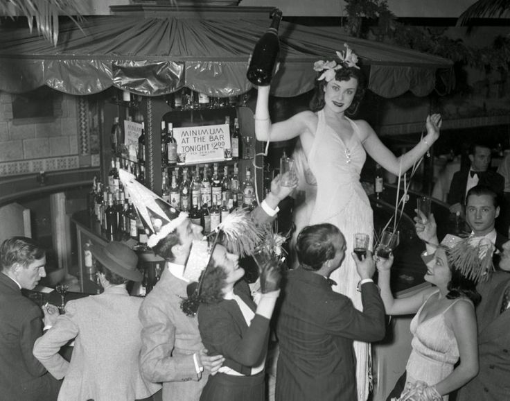 Old Photos of People Celebrating New Year in New York City