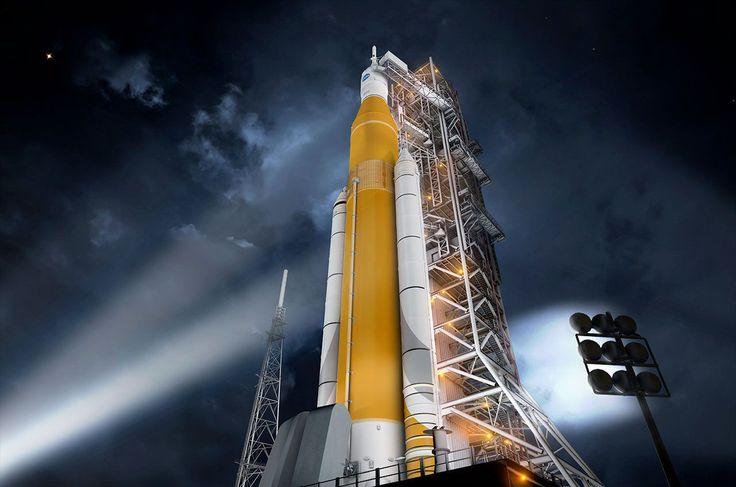 La NASA está estudiando la posibilidad de añadir tripulación al primer vuelo de su megacohete. Normalmente, la NASA prefiere probar cohetes sin gente, aunque para el vuelo inaugural del transbordador espacial en 1981 se encontraban dos pilotos a bordo y son conscientes de que un vuelo inaugural con astronautas atraería más atención.