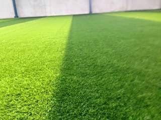 PEMASANGAN LAPANGAN FUTSAL: rumput sintetis dan interlock