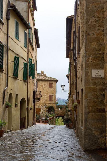 Via del Bacio (Kiss Street) in Pienza, Tuscany  | by © Pug!