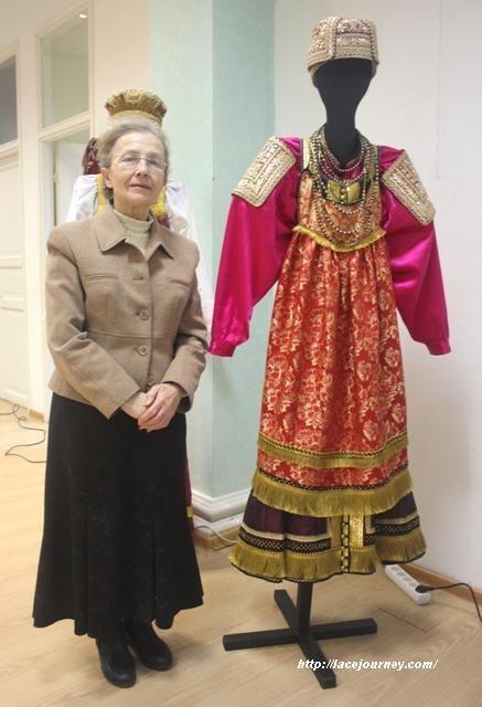 folk-handicrafts-of-nizhnii-novgorod-in-moscow-national-costum1