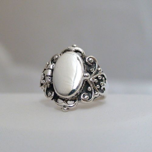 Victorian scroll poison ring is made out of 925 Sterling Silver. The front on the ring opens up. See description below for the history behind poison rings.