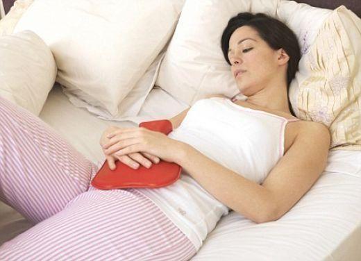 A cólica menstrual ataca grande parte das mulheres e causa dores abdominais muito chatas. Aprenda receitas de chás que servem para o seu tratamento.