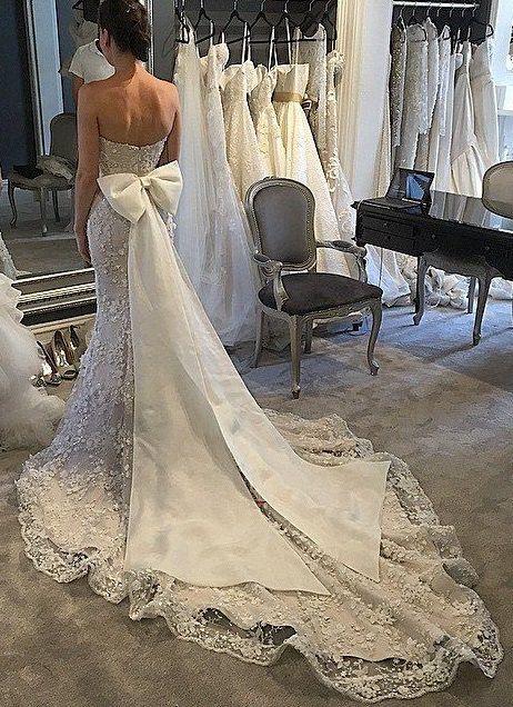 #Beautiful #WeddingDress Re-pinned from Forever Friends Fine Stationery & Favors http://foreverfriendsfinestationeryandfavors.com