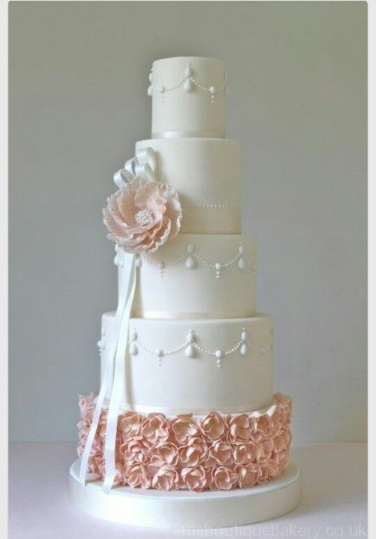 Pale colors for a wedding cake.