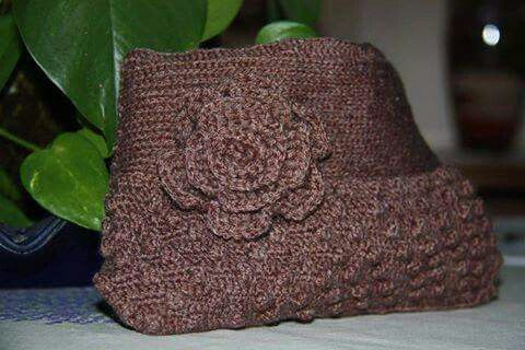 Pochette di lana realizzata a crochet