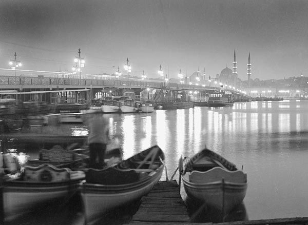 Galata Bridge at night. İstanbul, Turkey (1950) Photo: Othmar Pferschy