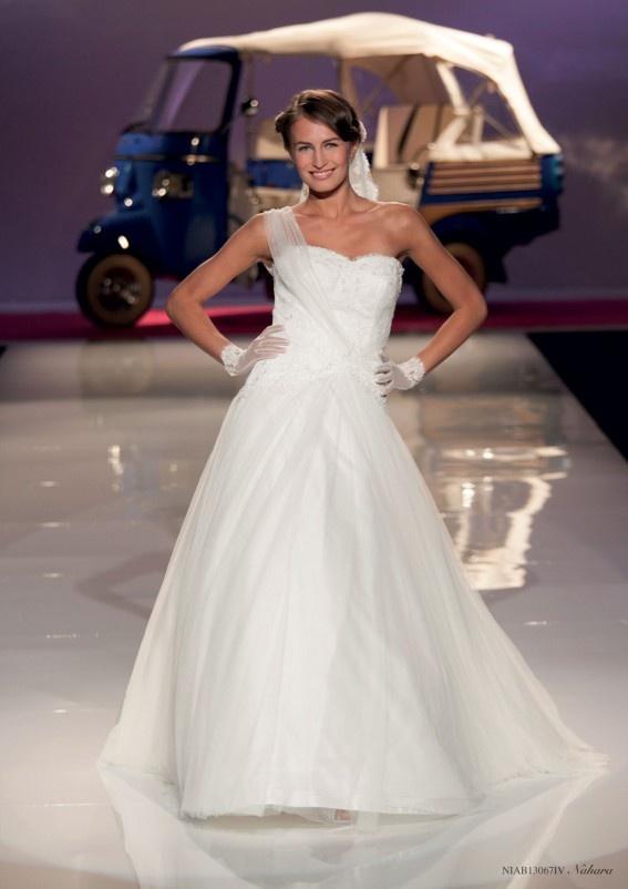 Collezione abiti da sposa #Nicole, abito da #sposa modello Nahara
