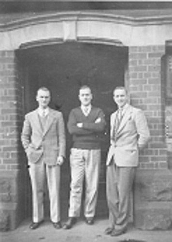 Jacl, Bruce & Keith Hearn outside their Banana Alley Shop