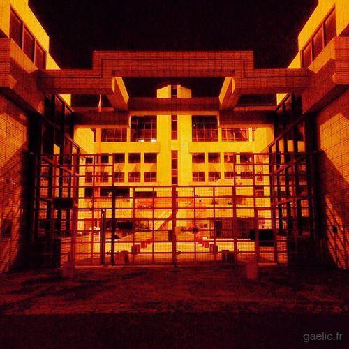 2016-03-06 #France #Creteil Trésor Public #architecture #administration #building #night #suburbs #banlieue #cityscape #urban #iphone (à Trésor Public De Créteil)