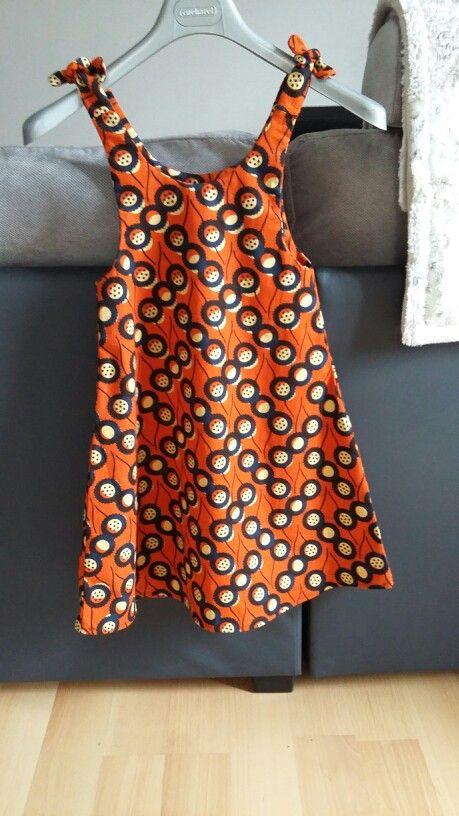 Robe trapeze enfant en 6ans dans tissu africain. Forme simple et coton ideal pour débuter !