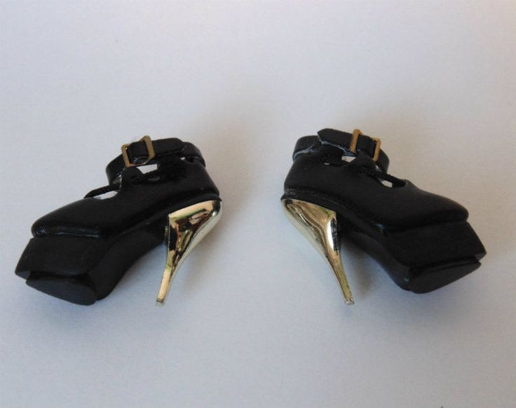 FASHION ROYALTY DOLL SHOES - black w/ gold high heels  - Genuine Integrity Toys  #IntegrityToys #ClothingAccessories