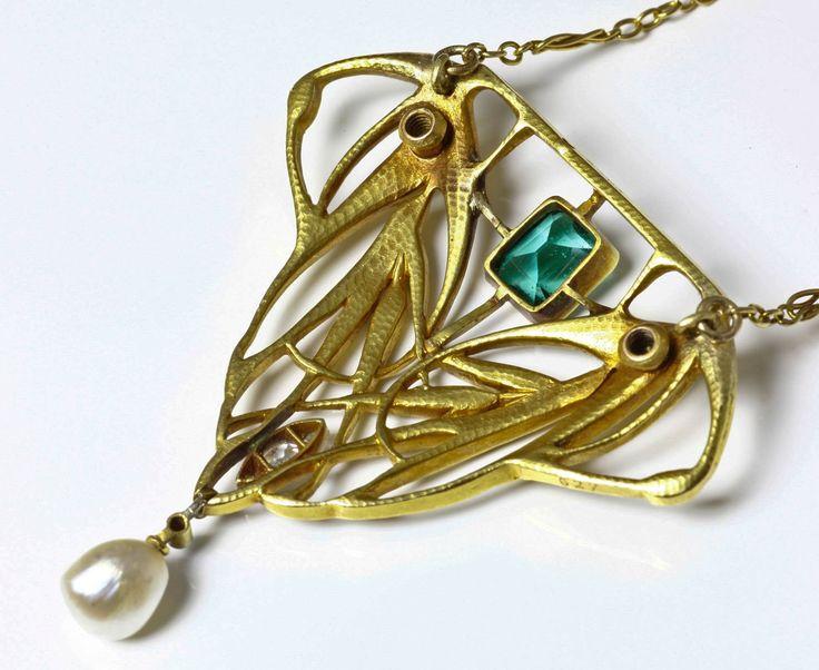Bijoux anciens / Art nouveau / Collier pendentif or Art Nouveau. MIAULT (attr. à)