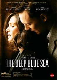 Londres, años 50. Hester (Rachel Weisz) lleva una vida privilegiada como esposa del juez del Tribunal Supremo, Sir William Collyer . Atrapada en un matrimonio infeliz, se enamora apasionadamente de un ex piloto de la RAF (Tom Hiddelston). Un amor imposible que escandalizará a la sociedad británica de la posguerra.
