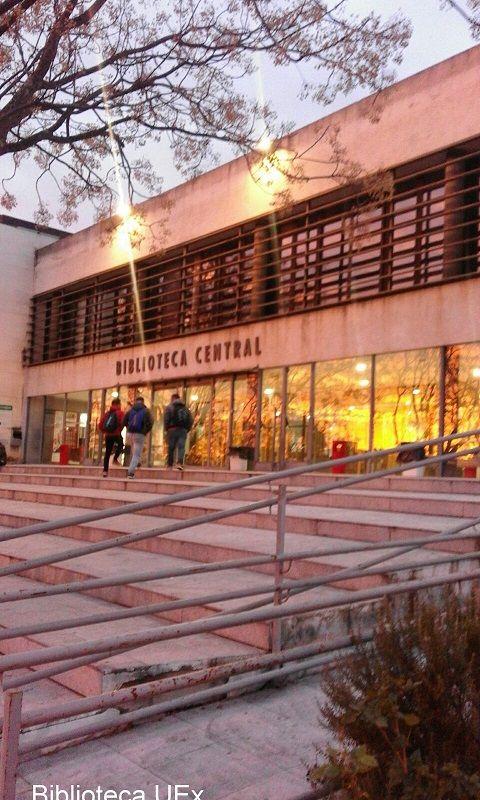 Amanece en la Biblioteca Central de Badajoz #uexbiblioteca #bibliotecas #badajoz
