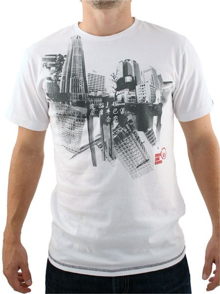 Duck and Cover White Cleveland T-Shirt Duck and Cover Cleveland T-Shirt - Mens t-shirt from Duck and Cover - City skyline graphic to front - Branding on sleeve and reverse - Contrast stitching on reverse and reverse - Product Code: DC http://www.comparestoreprices.co.uk/t-shirts/duck-and-cover-white-cleveland-t-shirt.asp