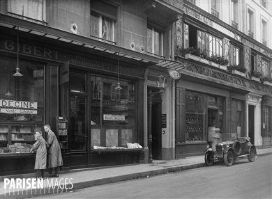 Librairie Gibert et le Bouillon Chartier, rue Racine (VIème arr.). Paris, vers 1925.