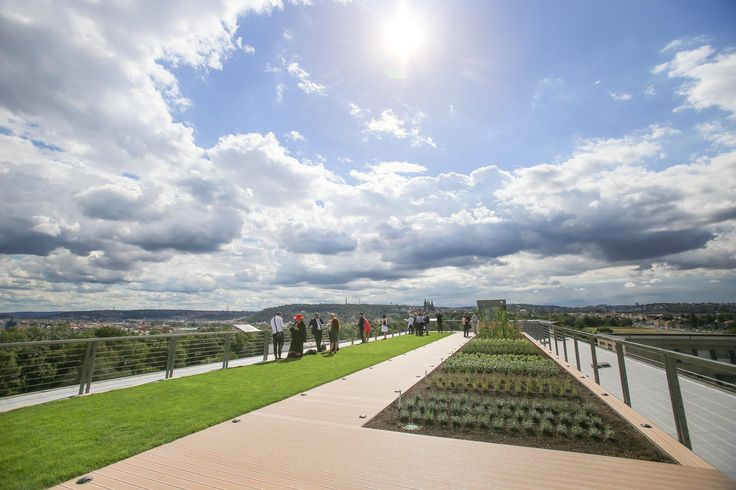 Realizace terasy s úžasným výhledem pro Národní zemědělské muzeum Praha. Doufáme, že si ji při návštěvě muzea pořádně užijete!   Foto: Jakub Plíhal/Aktuálně.cz