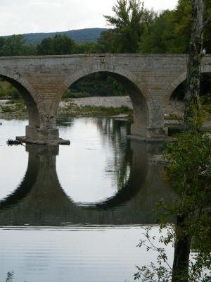 Pont saint-esprit,  magnifique pont - Pont sans parapet de Montclus dans le Gard - Vos plus beaux ponts de France