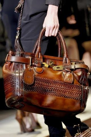 Vintage Gucci Bag ... I would die, this bag is TOTALLY me, and it would go with EVERYTHING I wear! MUST track it down & BUY--- awesome big handbag!!