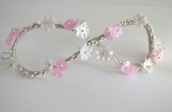 Infinity wedding headpiece/ Floral and pearl por PapillonsDeLeticia
