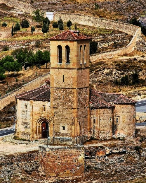 Iglesia Templaria del siglo 12 en Segovia.  12th Century Templar Church Segovia by George Reader.
