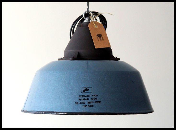 Topstuk! Industriële blauw emaille hanglamp. Middelgroot model. (2 beschikbaar!)