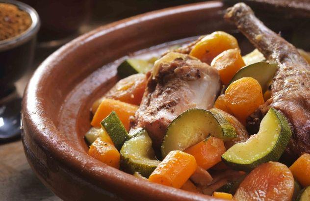 Kruidig-zoete tajine met konijn en groenten