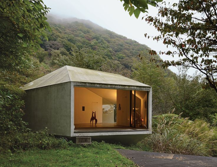 Makoto Yamaguchi's Polygon Housein the leafy hamlet of Karuizawa, distinctive design is the expression of the uninhibited self.