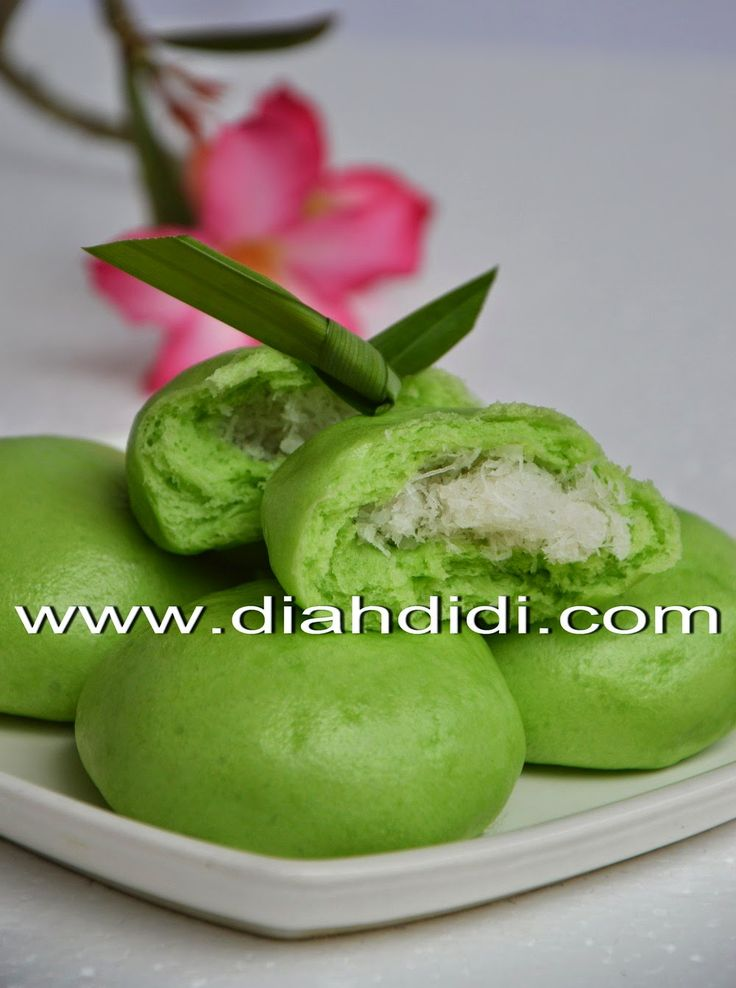 Diah Didi's Kitchen: Bakpao Pandan Isi Unti Kelapa