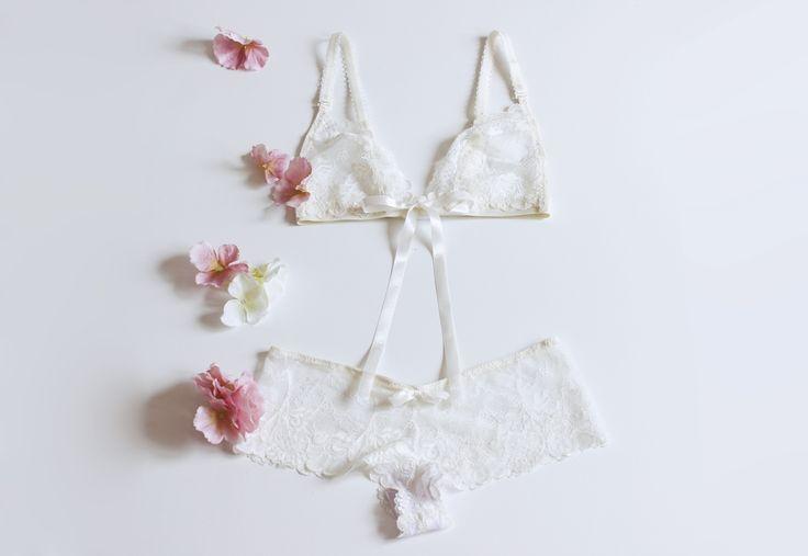 Pierwszy taki komplet bielizny od Le Baiser <3 Ecru Roses dostępny na: https://www.etsy.com/listing/384415526/ecru-roses-set-ecru-lace-bralette-and?ref=shop_home_active_3 #underwear #bielizna #lingerie #lebaiser #prezent #gift #pomyslnaprezent #stanik #biustonosz #bra #bralette #lace #koronka #lacebra #laceunderwear #bieliznakoronkowa #ecru #wedding #ślub #kompletbielizny #bokserki #majtki #panties #fashion #pannamloda #bride #handmade #bestoftheday #bacheloretteparty #handmadeisbetter