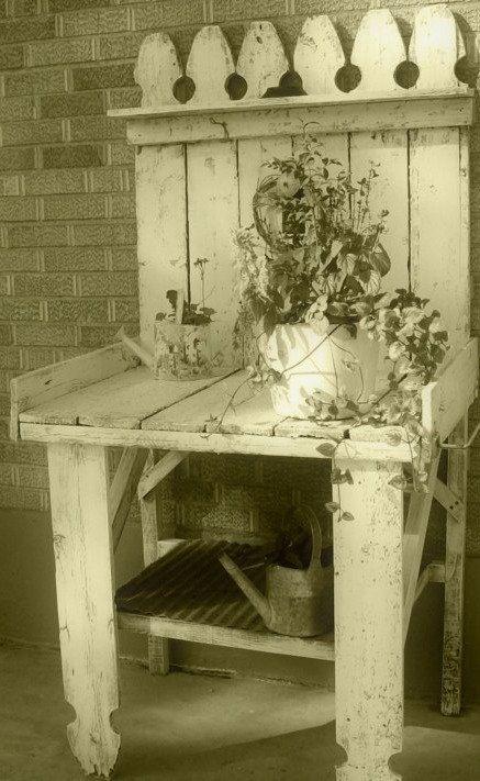 Mesa confeccionada con puerta