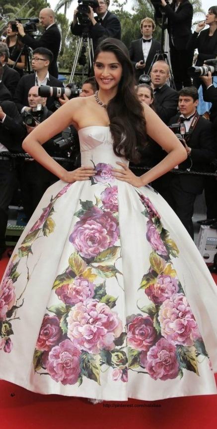 Cute Sonam Kapoor.. For More: www.foundpix.com #SonamKapoor #BollywoodActress #Ho #Sonam