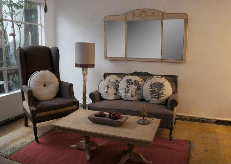 Sillón reformado con cojines hechos a mano, silla reformada y mesa de madera reformada by BERKANA