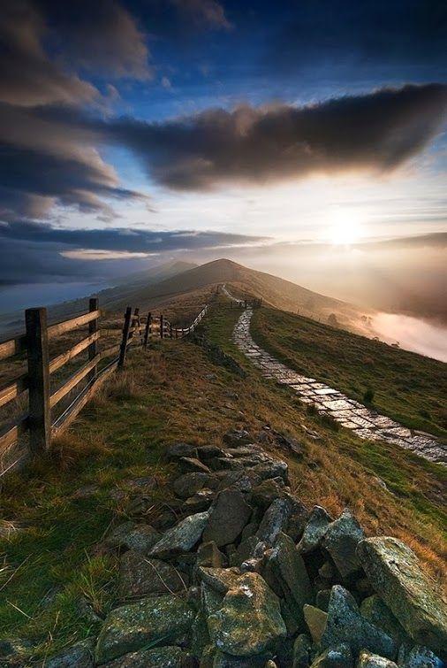 Mam Tor, High Peak of Derbyshire, England Photo by Ed Rhodes