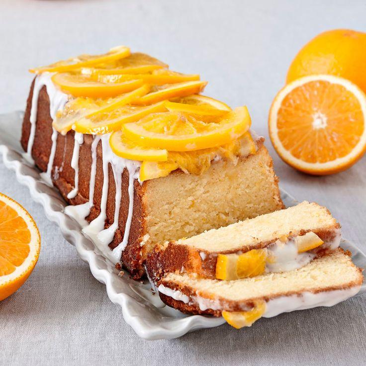 En mjuk och saftig apelsinkaka med gräddfil i smeten.