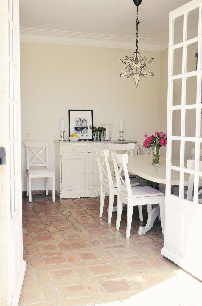 """Schwedischer Landhausstil in Frankreich in dem neuen Wohnbuch """"Savoir Vivre"""". Mehr aus dem wunderbaren Buch hier: http://landhaus-look.de/savoir-vivre/#more-17442"""