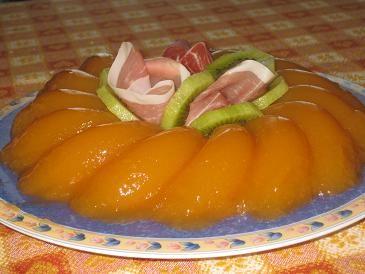 Gelatina di melone con prosciutto e kiwi