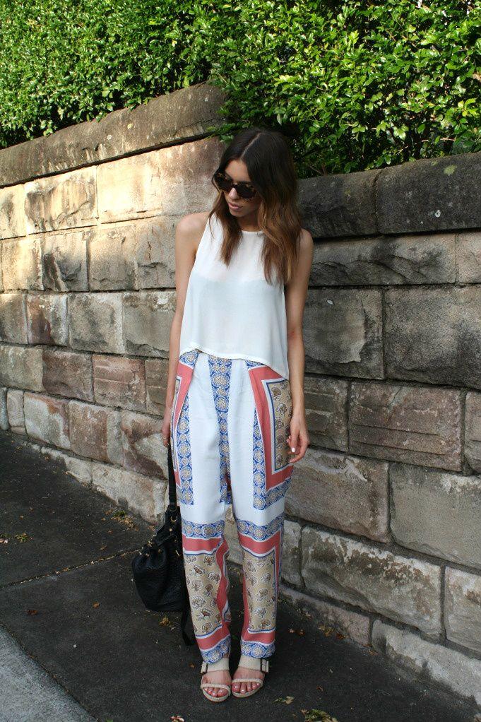 More printed pants: Wide Legs Pants, Outfits, Casual Style, Fashion, Prints Pants, Silk Pants, Pajamas Pants, Scarfs Patterns, Tanks