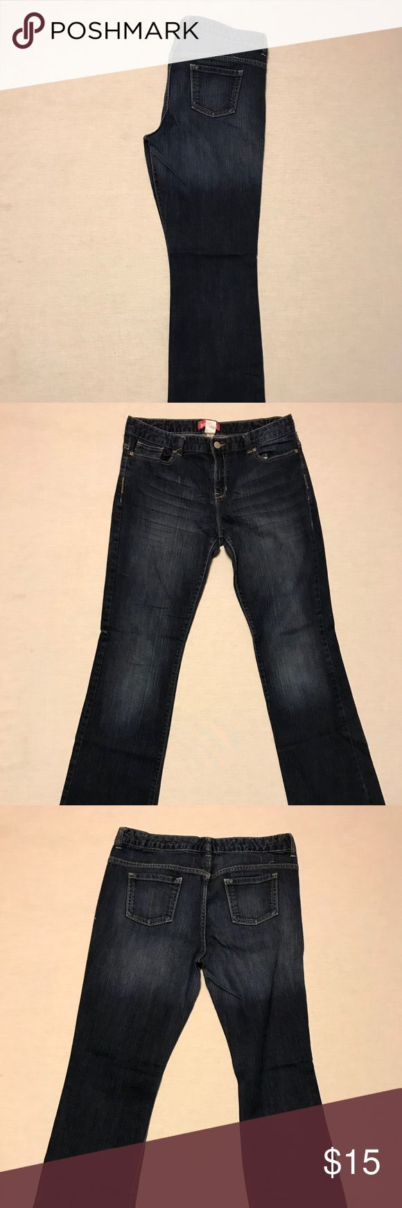 """Old Navy lowrise stretch bootcut size 16 Up for sale today is a cute pair of Old Navy low rise stretch boot cut jeans. Their a size 16 with a 30"""" inseam. They have a 32"""" waist and 38"""" hips. They have front button and zipper and 5 front pockets and two back pockets. There is a small area at the hem that shows a bit of wear. They've been checked from stains, rips and wear. Old Navy Jeans Boot Cut"""