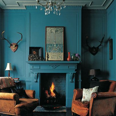 Love the teal paint, and the antlers (only if they are fake)