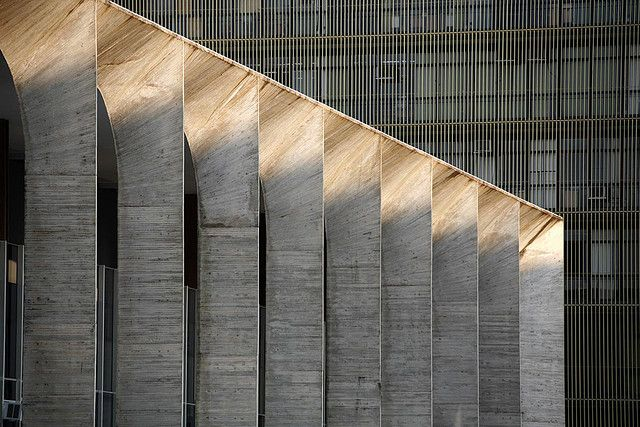 A modern take on the classic columnar front. The Palacio Itamaraty, Brasilia by Brasilian architect Oscar Niemeyer. Photo by Sebastian Crespo.